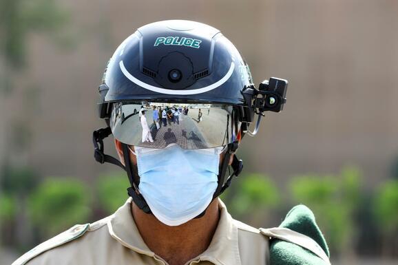 Emirati police wear smart helmets against Covid-19