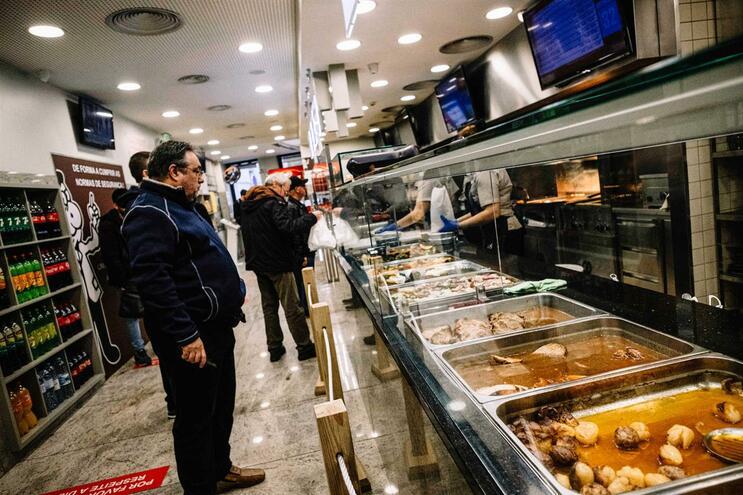 Cafés e restaurantes começarão a trabalhar dia 18