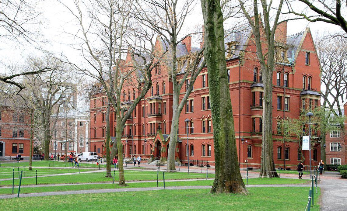 Harvard e MIT tentam travar expulsão de estudantes internacionais